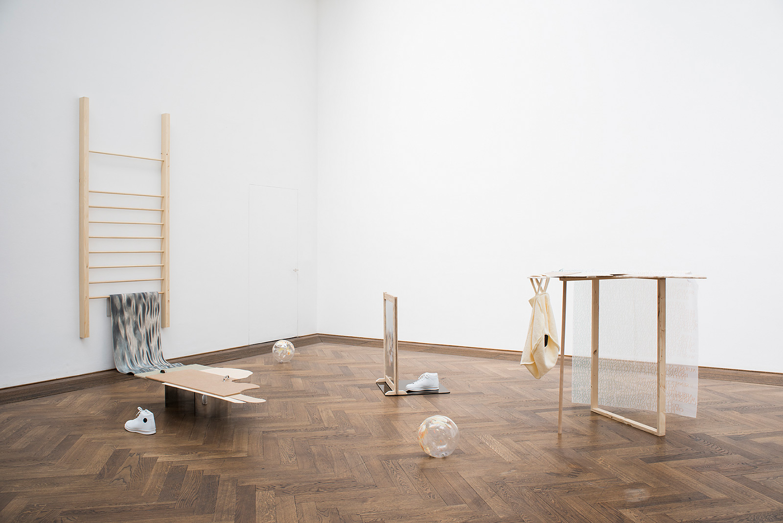 Marc Norbert Hörler «new area: parcours for the dissolution of the body»  | Institut Kunst, Diplom Bachelor 2016